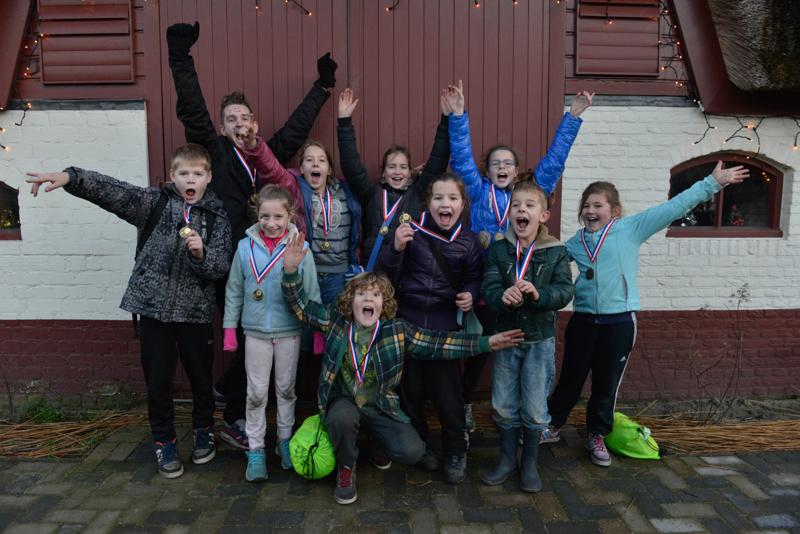 Bijna 100 kinderen spelen buiten tijdens de Winterspelen 2013