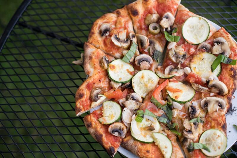 Pizza tijdens familiedag bij Polderevents in omgeving Breda